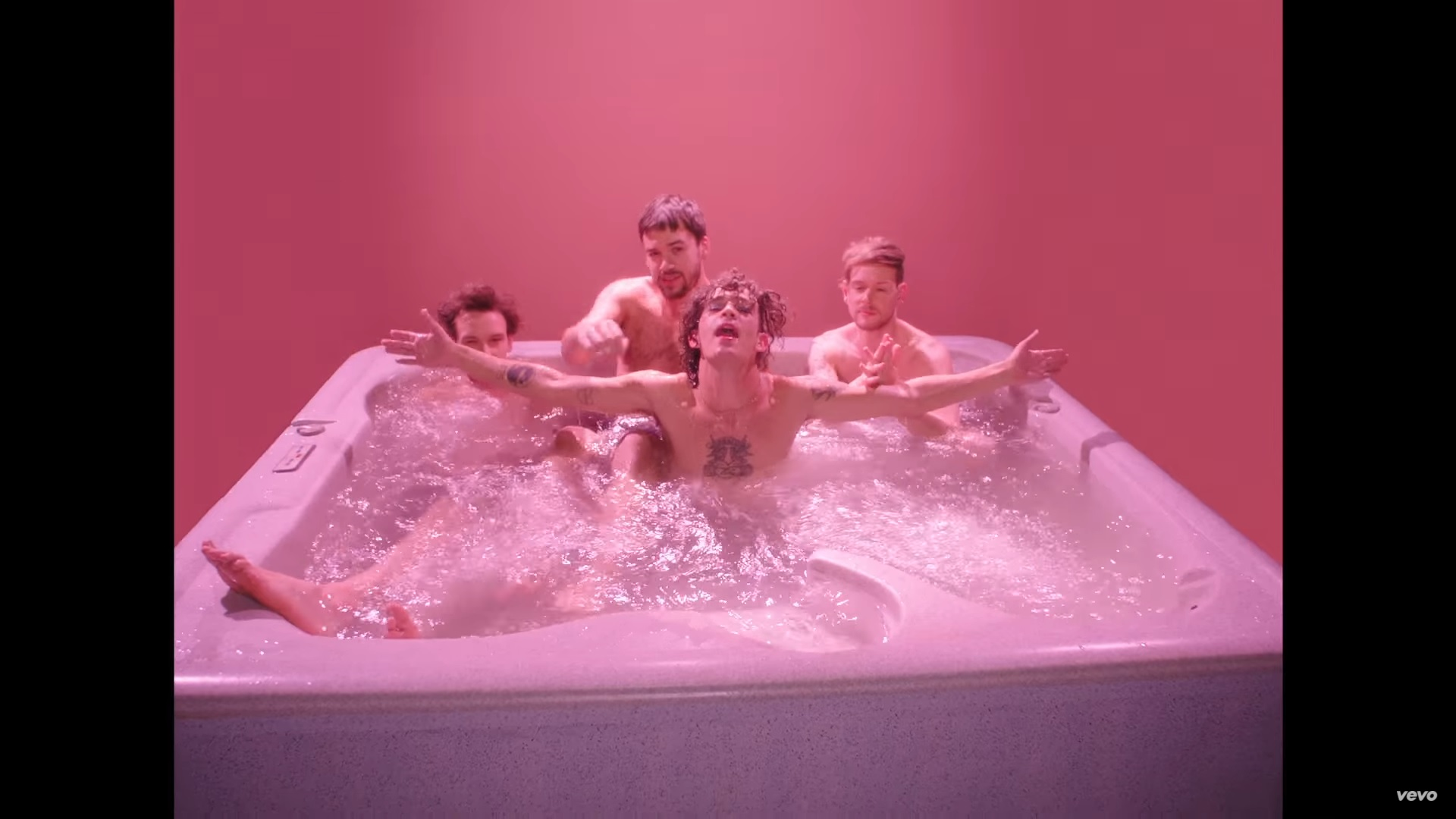 VIDEO The 1975s Love Me