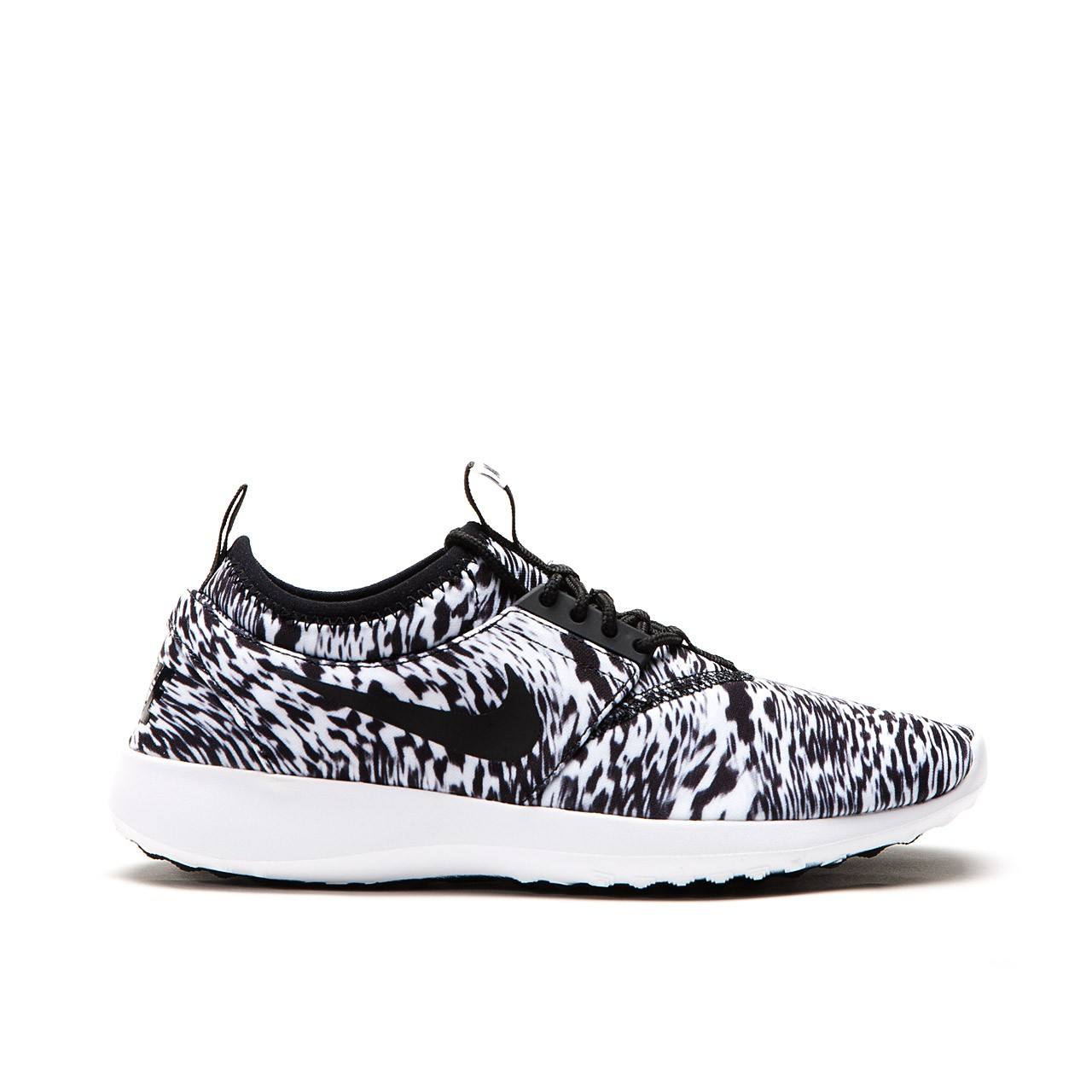 nike-wmns-juvenate-print-qs-white-black-1